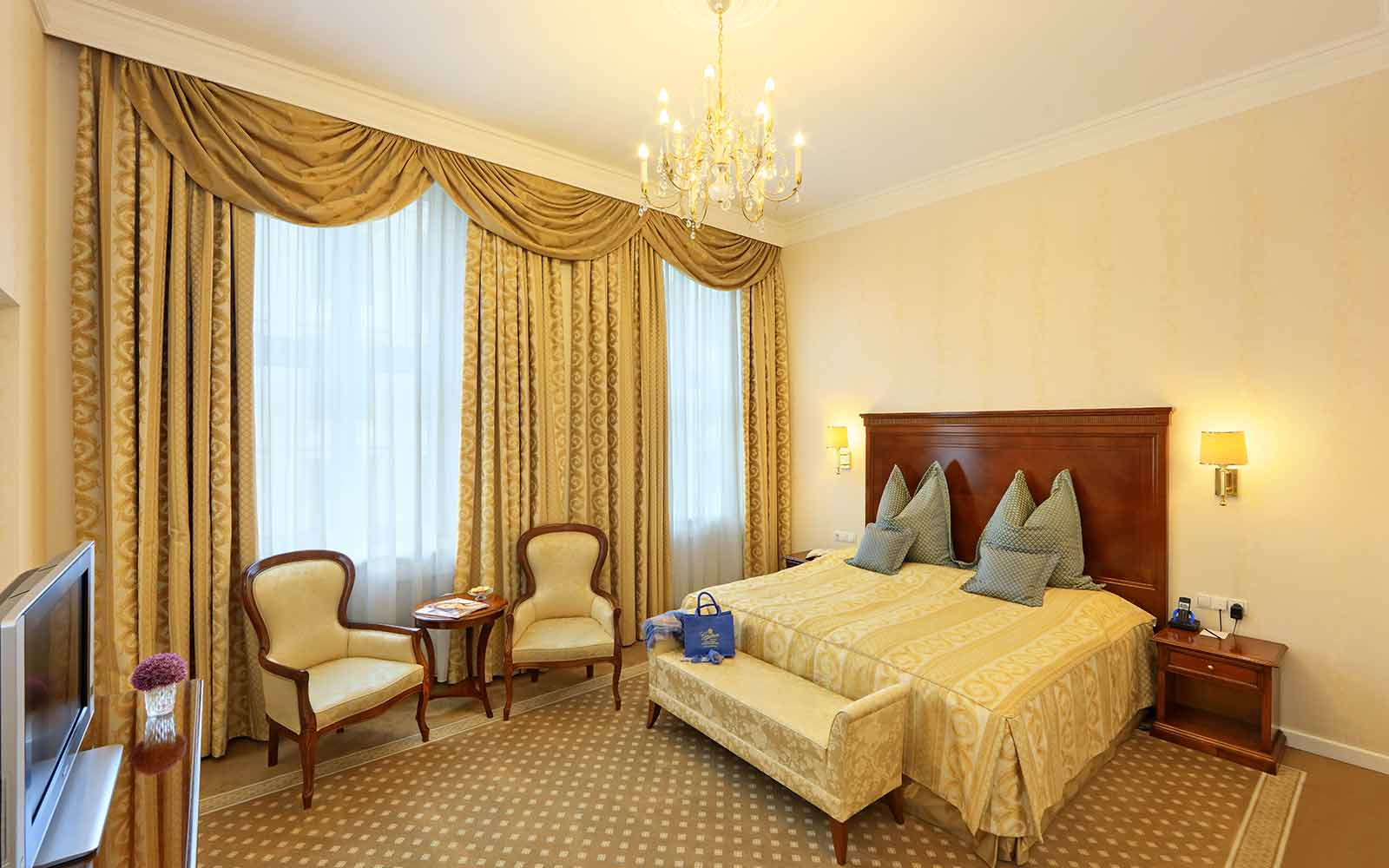 Rooms hotel de france wien gerstner imperial hotels for Zimmer suite